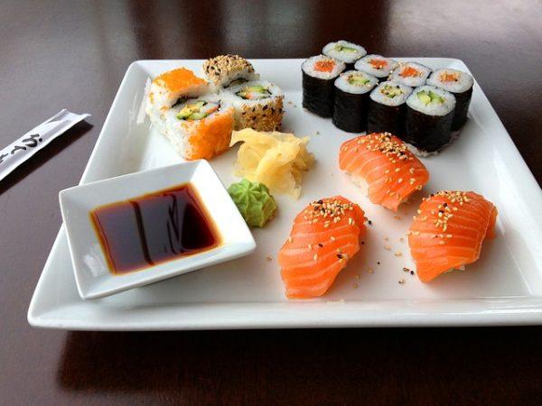 Sushi na talerzu nigiri